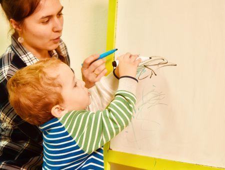 Как научить ребенка читать буквы?